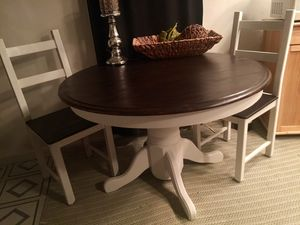 """42"""" round solid wood dining/kitchen table and 2 chairs! for Sale in Port Orchard, WA"""