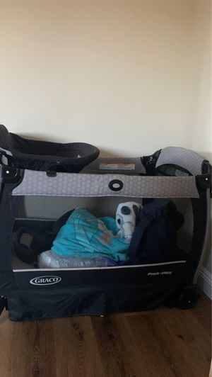 Graco pack and play w/bassinet for Sale in El Cajon, CA