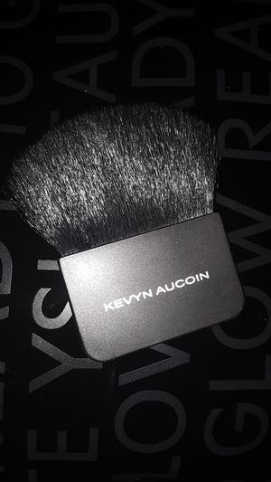 KEVYN AUCOIN MAKEUP BRUSH for Sale in Marysville, WA
