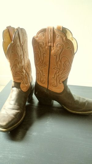 Ariat Ladies Cowboy Boots for Sale in Lehigh Acres, FL