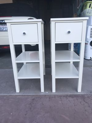 Pair of white end tables/bedside tables for Sale in Palm Springs, CA