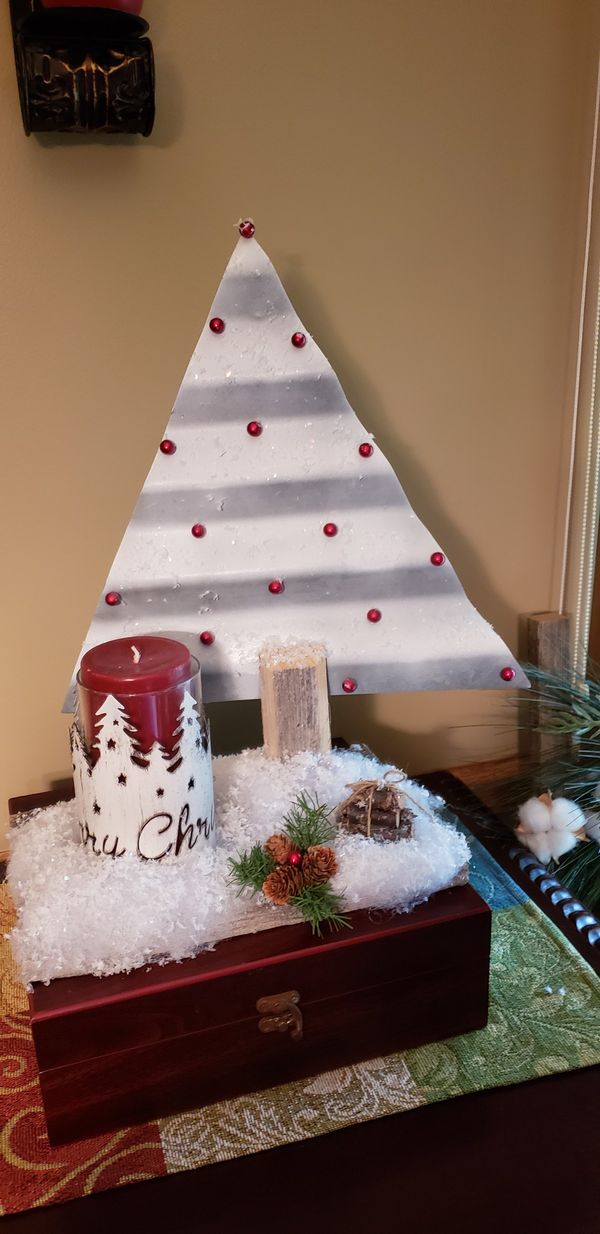 Barn metal Christmas decoration with candles