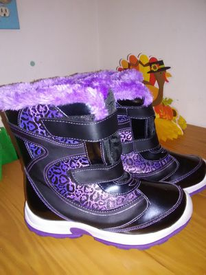 Snow Boots sz 4 for Sale in Sugar Creek, MO