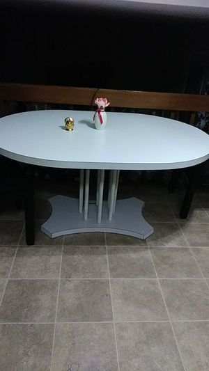 Formica table kitchen table or dining room table excellent condition like new $75 must see to believe for Sale in Lilburn, GA