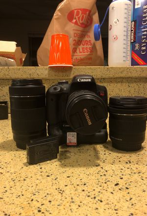 Canon t6i with battery grip, 3 batteries, 32 gb card, and 3 lenses for Sale in San Diego, CA