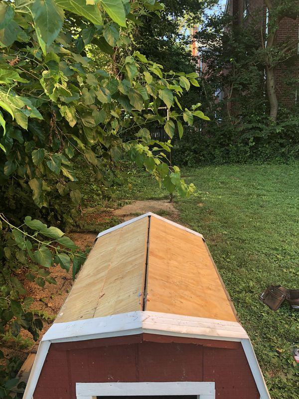 Large Dog house, amish built, New Roof!