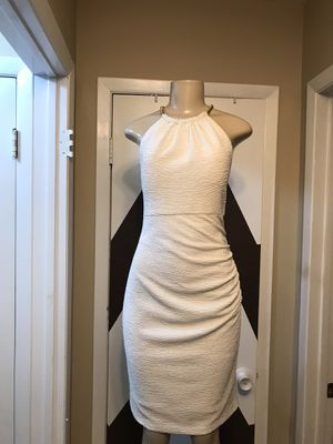 STUNNING ELIZA J WHITE KNEE LENGH DRESS with gold tone accent chain at neck, peep v at back with bitten zipper and chain closure. All pics are part o for Sale in Freeport, NY