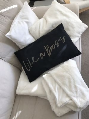 Throw pillows and soft blanket for Sale in Revere, MA