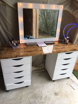 Hollywood style lighted makeup Vanity set with wooden top for Sale in Greenbrier, AR