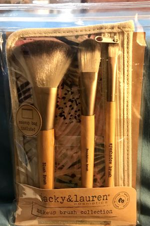 Makeup brush set with bag for Sale in Austell, GA