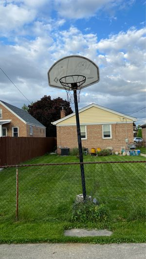 Basketball hoop for sale 70$ obo for Sale in Chicago, IL