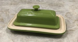 Le Creuset Stoneware 2-Piece Covered Butter Dish (Green Apple) NEW for Sale in Miami, FL