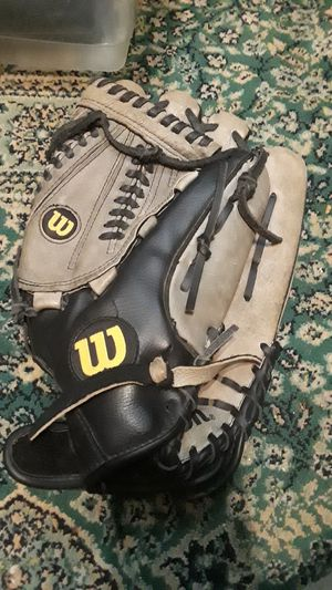 Wilson Baseball Glove for Sale in Cleveland, OH