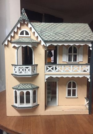 Antique Victorian Doll House for Sale in Los Angeles, CA