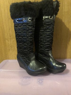 Women fur lined heeled boots size 7 for Sale in Brooklyn, NY
