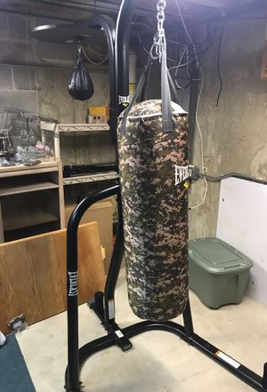 MOVE OUT SALE: Everlast Boxing Bag, Speed Bag, and Stand for Sale in Carol Stream, IL