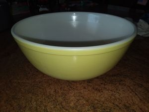 Vintage pyrex large bowl color yellow and white for Sale in LAKE CLARKE, FL