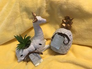 Home decor giraffe and pineapple for Sale in Puyallup, WA