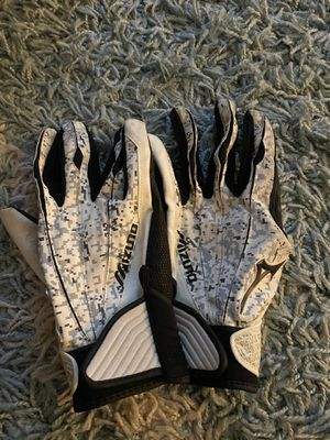Men's Softball / Baseball Gloves Like NEW for Sale in Queen Creek, AZ
