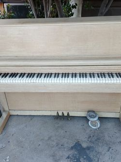 Everett Vintage Upright Piano Mid 50's for Sale in Los Angeles,  CA