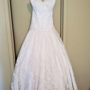 Kathy Ireland Wedding Gown for Sale in Lynnwood, WA