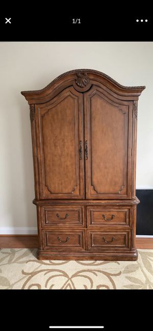 Wooden cabinet with 4 deep drawers for Sale in West Springfield, VA