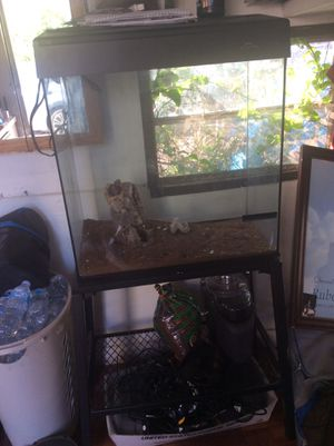 60 gallons fish/ reptile tank with stand for Sale in Vernon, CA