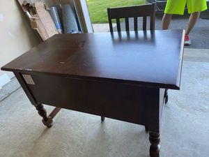 Solid wood desk and chair for Sale in UPR MARLBORO, MD