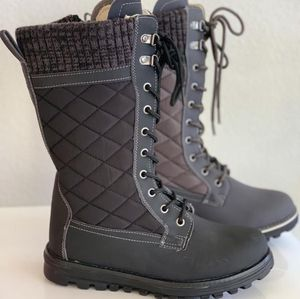 Women's Snow boots sizes available 6,6.5,7,7.5,8,8.5,9,10 for Sale in Cudahy, CA