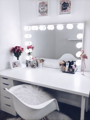 HOLLYWOOD GLOW® PRO VANITY MIRROR with 15 bulbs. BRAND IMPRESSIONS VANITY for Sale in Bellevue, WA