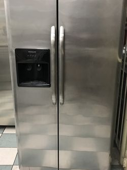 Frigdiare Stainless Steel Refrigerator 2016:: Delivery Available for Sale in Phoenix,  AZ