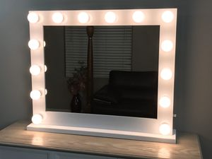 Large Hollywood Vanity Mirror 32 x 26 with 14 LED Lights (included) for Sale in Glendale, CA