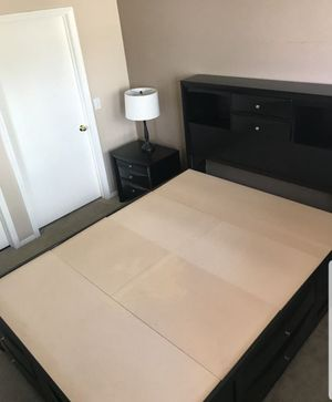 Bedroom set queen(real wood)night stand and mirror drawer for Sale in Las Vegas, NV