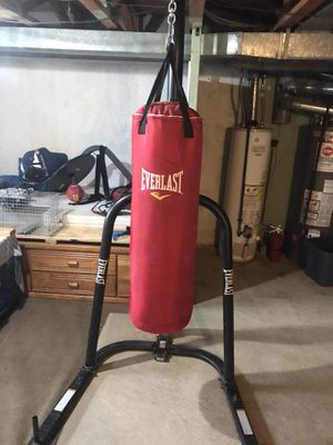 Everlast punching bag with speed bag for Sale in Philadelphia, PA