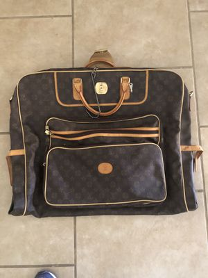 Louis Vuitton Garmet Bag for traveling for Sale in Phoenix, AZ
