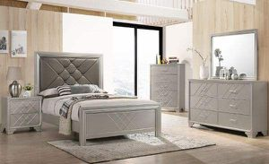 Queen bed frame. Dresser. Mirror and one night stand. Price firm for Sale in Pomona, CA