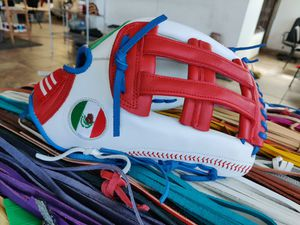 CUSTOM Gloves softball baseball for Sale in Los Angeles, CA