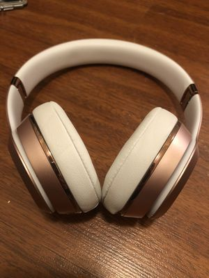 BEATS SOLO 3 WIRELESS ROSE GOLD!!! Great shape!! for Sale in Tampa, FL