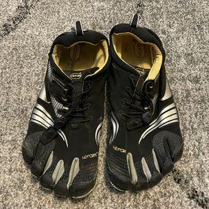 Vibram Five Fingers Toe Shoes for Sale in Carbonado, WA