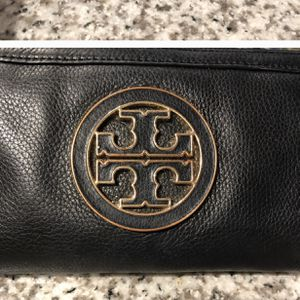 Tory Burch Leather Wallet for Sale in Gibsonton, FL