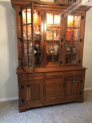 Ethan Allen China cabinet for Sale in Gainesville, FL