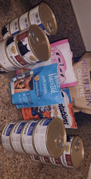 Cat food. Taking reasonable offers. Long Beach READ DESCRIPTION for Sale in Compton, CA