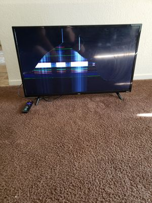 TCL 32 in roku tv for Sale in Clovis, CA