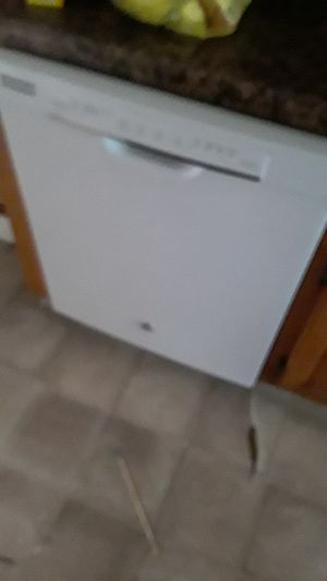 Dishwasher. 1 year old. The wife bet me that she could install it herself. for Sale in Clarksville, TN