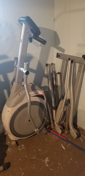Schwinn 420 elliptical machine for Sale in Bloomfield, NJ
