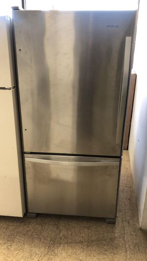 33by68 NEW SCRATCH AND DENT WHIRLPOOL BOTTOM FREEZER AND TOP FRIDGE STAINLESS STEEL WITH WARRANTY for Sale in Woodbridge, VA