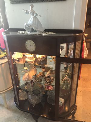 Curio cabinet mahogany 👍👍🏖 for Sale in Clearwater, FL