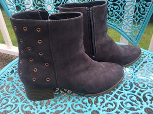 Grey suede boots. Girls size 5 for Sale in Exeter, RI