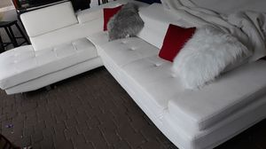 IN EXCELENT CONDITION SECTIONAL LEATHER WHITE IN L. DELIVERY SERVICE AVALAIBLE for Sale in HALNDLE BCH, FL