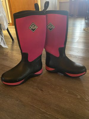 MUK boots, gently used. Size 2Y youth. for Sale in Kissimmee, FL